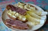 Tartines au chaource et leur salade d'endive